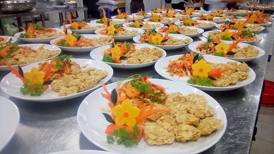 Trang trí món ăn đẹp là một phần quan trọng giúp món ăn trở nên hấp dẫn hơn. Sang trọng hơn