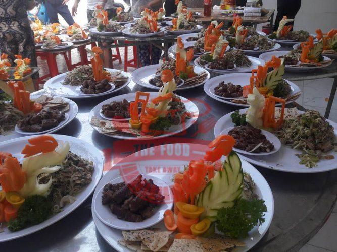 Tiệc bàn là một hình thức đặt tiệc tại nhà phổ biến nhất hiện nay.