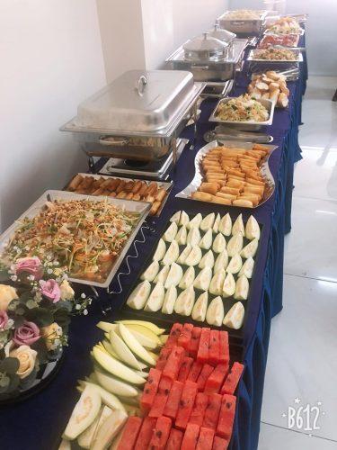 Những món ăn ngon và trình bày đẹp là điều quan trọng cho những buổi tiệc buffet khai trương