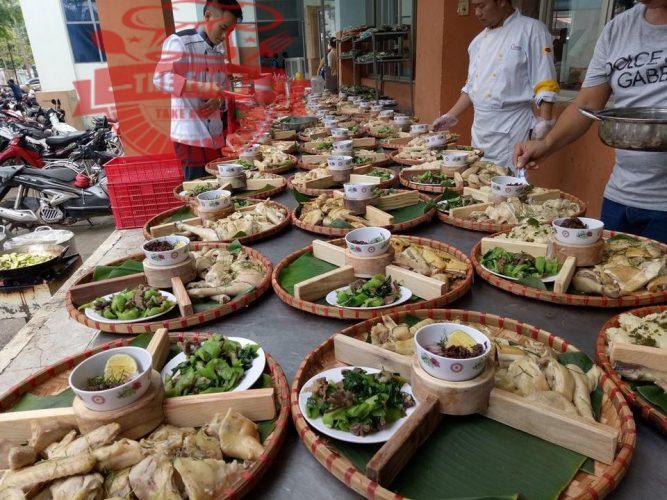 Dịch vụ nấu tiệc tại nhà ngon phải đảm bảo các tiêu chí,. Món ăn ngon, trình bày đẹp mắt, phong cách phục vụ chuyên nghiệp, lịch sự mà giá cả phải chăng
