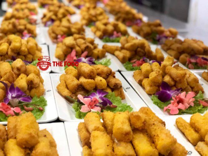 Món ăn ngon và trang trí đẹp là những tiêu chí quan trọng góp phần cho sự thành công của dịch vụ đặt tiệc tại nhà