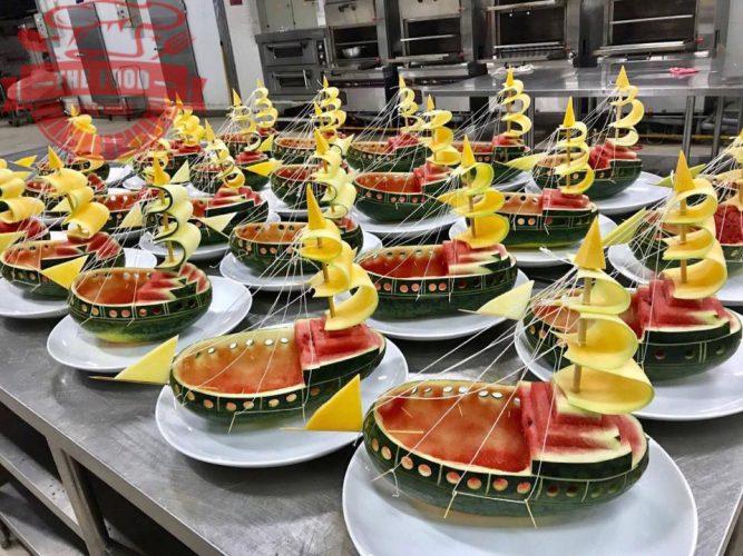 Món ăn cần phải được trang trí bắt mắt mới taọ được cảm giác kích thích vị giác cho thực khách khiến cho những bữa tiệc trở nên vui vẻ và thành công hơn
