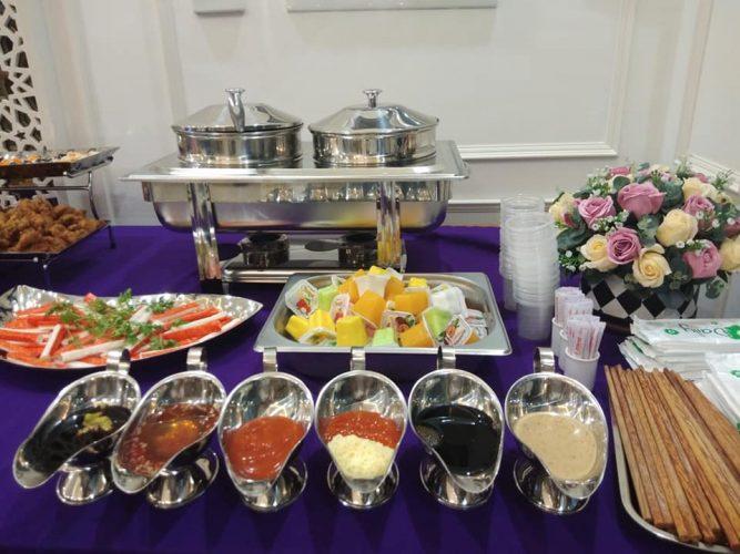 Tiệc buffet Sinh nhật tổ chức đơn giản những không kém phần sang trọng.
